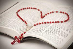 ¿Rezas el Rosario? Con estos 7 consejos podrás perfeccionar tu oración