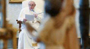 Papa: La Cruz es actual y eficaz ante los retos del mundo contemporáneo