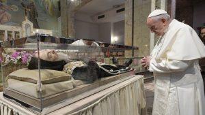 Papa invita a seguir ejemplo del Padre Pío para ser instrumentos del amor de Dios